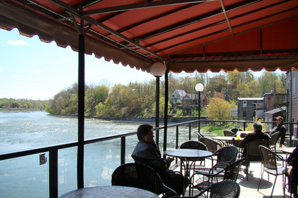 Riverside Restaurants in Paris Ontario